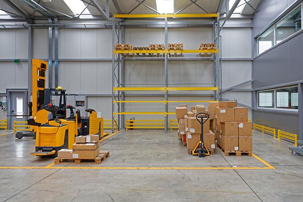 surface de stockage pour entreposer matériels et cartons